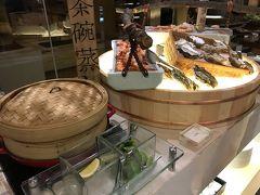 電話でバトラーさんを呼び、バギーで夕食の場所まで送ってもらいました。 夕食は日本からネットで予約しておいた「江戸銀」鉄板焼きディナー 日本料理です。 飲み物別でRp689k++/1人くらい。