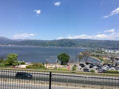 高速へ乗って、長野へ。 諏訪湖のパーキング。 花火がキレイに見えるんだろうな。