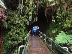 それでは旅行記に戻ります。  3月14日。「夜のキラウエア火山と癒しの星空」(催行:Wai Wai Tours)の続きです。  ハワイ火山国立公園にあるサーストンラヴァチューブ(溶岩洞窟)へやって来ました。2日前にも来たばかりなんですが、さらにこの2日後にもまた来ています。   Wai Wai Tours(ハワイ島) http://waiwaitours.com/