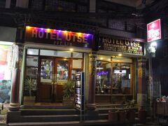 晩御飯です。ウッツェという店です。チベットの鍋を食べるために来ました。鍋料理のことを、ギャコックといいます。