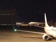 今回は南ウイングの端っこからです。 政府専用機が1機駐機してました。