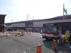 JRで黒磯駅に移動し、東野バスで那須ロープウェイへ。運賃は1350円。  ちなみに、那須高原には遥か昔にグループ旅行で行ったことがありますが、那須のどこに行ったのかも何をしたのかも記憶にありません。。。覚えているのは、帰りに宇都宮で途中下車して餃子を食べたことだけ。 栃木県は6年前の日光以来で3回目。
