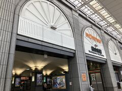 先に坊ちゃん電車を予約し、 荷物を預けに松山市駅へ 私鉄にしては大きいターミナル駅で 上は高島屋  地下に無事ロッカーを発見