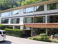 立久恵峡温泉 絶景の宿 御所覧場 外観  私は2階の雲仙に宿泊しました。