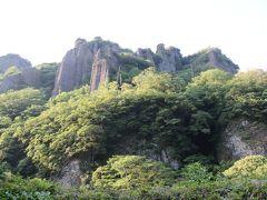 立久恵峡(たちくえきょう)は島根県出雲市の南部、神戸川(かんどがわ)上流2キロメートルに亘る峡谷。国の名勝および天然記念物に「立久恵」の名称で指定されている。