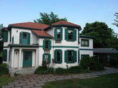 外交官の家のすぐ近くにブラフ18番館がありました。
