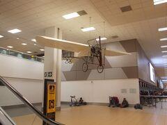 リマ(ホルヘ・チャベス国際空港)へ着きました・・・ ※一枚目の写真からは29時間経過してます(^^;  おなじみ? 空港のアイコンの飛行機(^^)