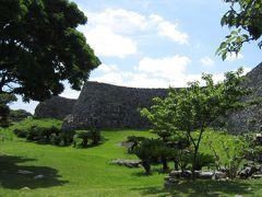 今帰仁城入り口付近の石垣