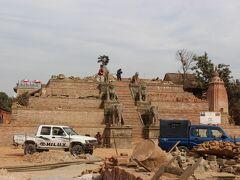 ファシデガ寺院。本来はこの上に仏塔があったとのこと。