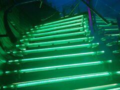 この階段を下りて、そろそろ帰りまーす。
