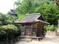 毘沙門堂と三重塔との間に遠藤瑞泉堂の茶店があります。