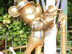 16:15  ランドに到着!  クリスタルパレス・レストランの近くに新たに設置されたハピエスト・ミッキースポット発見!  トランペット吹いてます♪