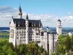 感動です。かの有名なノイシュバンシュタイン城です。 シュバンは英語ではシュワンとなり、白鳥城という意味だそうです。