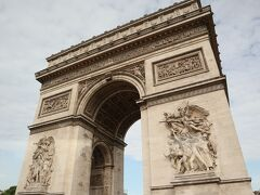 高さ50m、幅45mの凱旋門は、パリを代表する観光スポットのひとつ。
