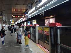 台北駅でMRTを乗り換え、大安駅で無事にKKさん、TKさんと合流して