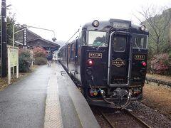 出発して1時間ちょっとで嘉例川駅に到着。観光のため8分間停車します。