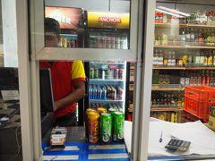 クルネーガラのスーパーでビール購入