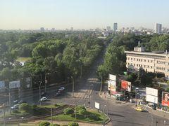 朝8時のホテルの部屋からの眺望。本日は国境を越えてブルガリアに移動します。