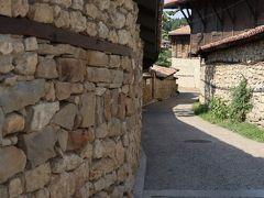 2時間ほどバスで移動して「ヴェリコ・タルノヴォ」近くの村「アルバナシ」へ