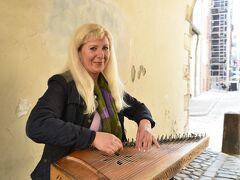 スウェーデン門にいらした方、民族楽器クアクレの奏者さんです。  言わずとも「さくらさくら」を弾いて下さいました。  ちゃんと日本人に見られたことが嬉しかった(^^)