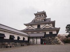 お城の天守は「長浜城歴史博物館」となってます