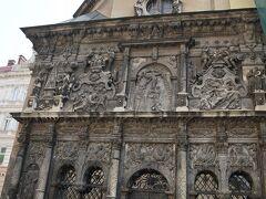ボウイム家の廟。 ハンガリー商人のの廟で外壁は聖書のレリーフで飾られている。 中には修復中なのか入れなった。