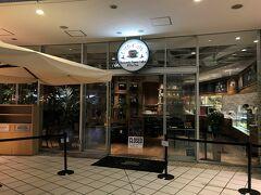 『横浜ベイクォーター』3F  2018年3月23日にオープンした【Urth Caffe(アースカフェ)】 横浜ベイクォーター店の写真。  よく行っていた【Urth Caffe(アースカフェ)】表参道店は タピオカミルクティーを購入する子たちが行列を作り、 なかなか行けなくなってしまいました・・・。