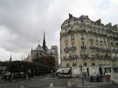写真がないのですが、サン・ルイ島にある、 パリで1番有名なアイス屋さんという ベルティヨン(Berthillon)でアイスを食べました。 フルーツをそのまま食べてる感じで美味しかったです。  その後ノートルダムの方へ戻ります。