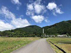 ここらが決戦の地 山の左手にある白い幟のとこが石田三成の陣地と思われる、時間がなく割愛した