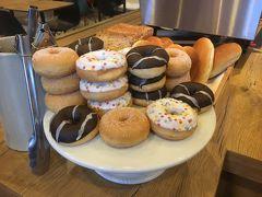 旅行記はホテルの朝食から。  かわいいミニドーナッツが朝からお出迎え 取り放題ってステキ