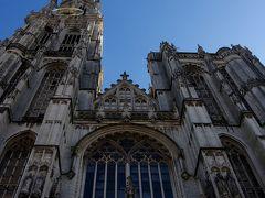 アントワープ聖母大聖堂  残念ながら広場が工事中で見上げるような感じでしか撮れませんでした。