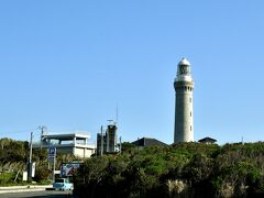 島の先端には灯台があった。 帰宅時刻も迫っていたし、有料駐車場のみだったので、そのまま折り返して帰ることにした。