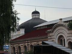 遠くに20世紀初めに建てられたユダヤ教宗教施設