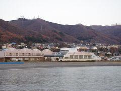 最後に温泉 豊浦海浜公園の前にある船の形ををしている建物が豊浦温泉しおさい 豊浦町で数少ない宿泊施設も兼ねています 神経系や冷え性、疲労回復に効能を発揮する硫酸塩泉の源泉かけ流しの気持ちのいい温泉です