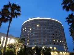 TDLエントランス前からタクシーで僅か5分。 TDRオフィシャルホテル「東京ベイ舞浜ホテル」に到着です。  朝にウェルカムセンターで事前に手続きをしているので、ホテル到着後はそのままお部屋へ直行。荷物も無事に届いていました。とっても楽チンですね。  ↓ホテル宿泊記はまた次回の旅行記に↓ 東京ベイ舞浜ホテル 宿泊記 (ハースフロア) https://4travel.jp/travelogue/11371003