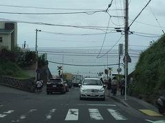 スラムダンクで有名になった鎌倉高校の近くの坂(車窓より)