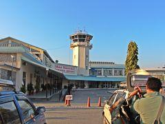朝8時。 朝食後にガイドのディネシュさんがホテルへと迎えに来てくれ、ポカラ空港へ。