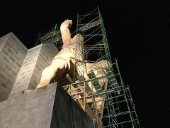 ピピラ記念像 工事中  ピピラの丘へ