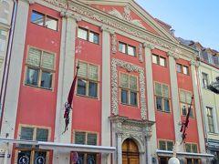 アールヌーヴォーだけではありません。 美しいバロック建築のレイテルン家の建物。 今はロックカフェ。エレキギターとバロック建築、合わんのぅ~。