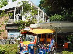 日比谷公園 HIBIYASAROH/ヒビヤサロー(旧店名:日比谷茶廊)  1949年創業の老舗ガーデンレストラン。 カッコいい三輪車が目を引きます。