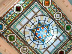 美しい天井のステンドグラス。中心にはダビデの☆