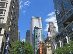 シカゴらしい風景   このシカゴシアターの看板こそ  シカゴの看板♪♪