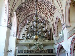 聖ヨハネ教会へやって来ました。入場料はないのですが、 1ユーロ寄付しました。  白を基調に天井には枝が伸びたようなデザインが美しい教会。