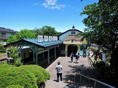 上田駅から30分ほどで別所温泉駅に着きました。 これから別所温泉のメインストリートを歩きながら北向観音へ向かいます。 上り坂が続くので良い運動になりそうです。(汗)