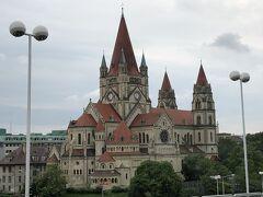 ドナウ河畔にはアッシジの聖フランシスコにちなんだカトリックの教会が。