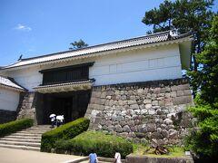 小田原城で最大の門である常盤木門をくぐると本丸です。