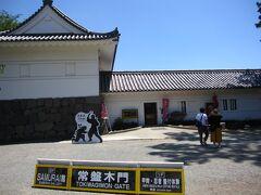 常盤木門内には、刀剣・甲冑を展示しているSAMURAI館があります。