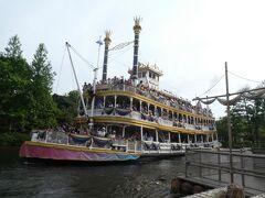 東京ディズニーランド35周年の装いをした蒸気船マークトゥエイン号に乗船!