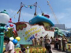 """東京ディズニーランドでは、ディズニー七夕DAYSと同時にドナルドの""""ハッピーバースデー・トゥ・ミー """"が初めて開催され、ドナルドのボートにはお誕生日デコレーションになっております。"""