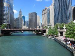 橋の上から  シカゴ川を見下ろして・・・